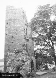 Kirkoswald Castle 1951, Kirkoswald