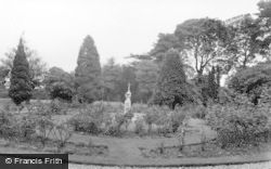 Kirn, Dhalling Mhor, Fountain From The Terrace c.1955