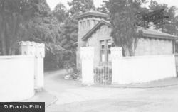 Kirn, Dhalling Mhor, The Lodge Gates c.1955