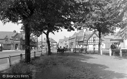 Knutsford, The Roundabout c.1950