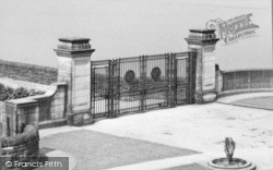 Ladybower, Reservoir, Dam Gates c.1955, Ladybower Reservoir