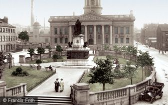 Lancaster, Town Hall and Queen Victoria Statue 1912