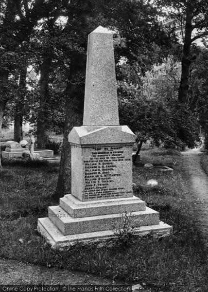 Photo of Landewednack, War Memorial 1927