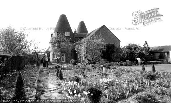 Photo of Langley, Old Oast Houses c.1960