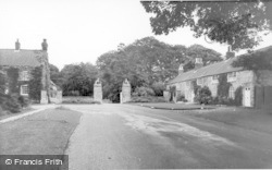 Langton, Hall Gates c.1960