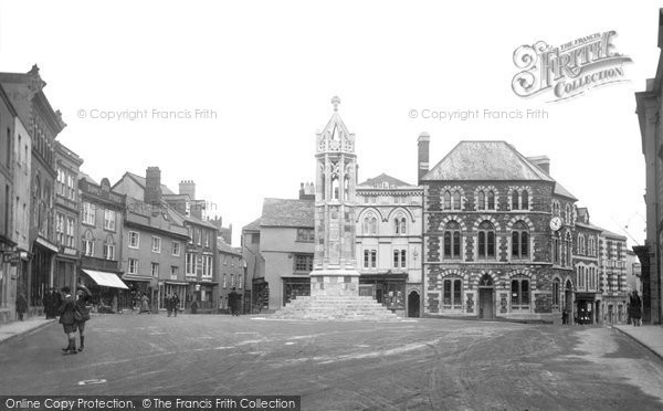 Photo of Launceston, Square And War Memorial c.1922