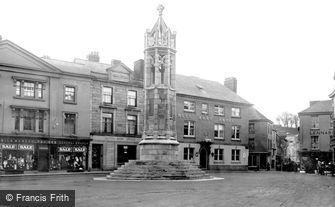 Launceston, Square and War Memorial c1922