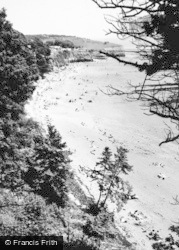 Lavernock, St Mary's Well Bay From The Kissing Gate c.1960