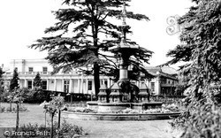 Leamington Spa, The Fountain And Royal Pump Room c.1960