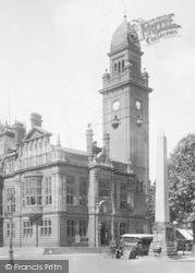 Leamington Spa, Town Hall And Bright's Obelisk 1922