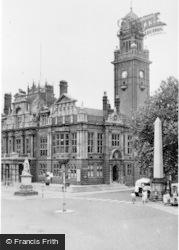 Leamington Spa, Town Hall c.1955