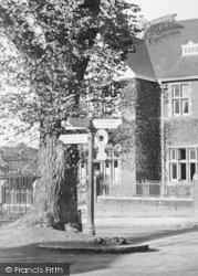 Leatherhead, A Signpost Beside The Institute 1909