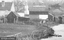 """Leatherhead, """"H Skilton Builder"""" 1895"""