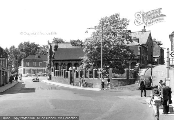 Photo of Leatherhead, Memorial Corner c.1955