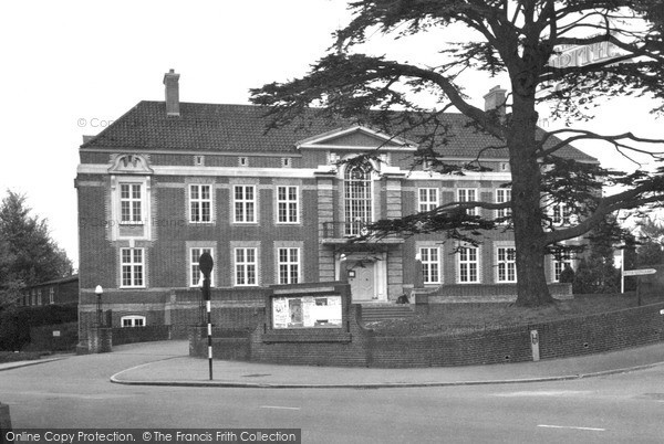 Photo of Leatherhead, Municipal Buildings c.1950
