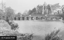 Leatherhead, River Mole And Bridge 1925