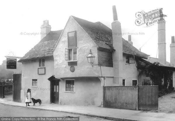 Photo of Leatherhead, The Olde Running House Inn 1906