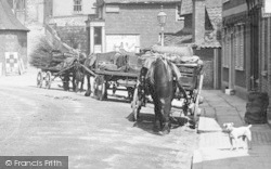 Leatherhead, Workhorses With Carts 1895