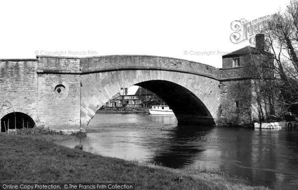 Photo of Lechlade, Halfpenny Bridge c.1955