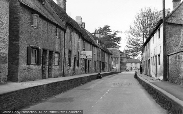 Photo of Lechlade, London Road c.1955