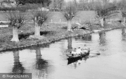 Lechlade, Rowing On The Thames c.1960, Lechlade On Thames