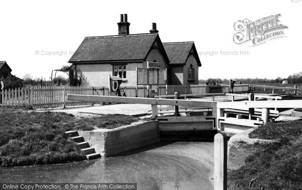 Photo of Lechlade, St John's Lock c.1955