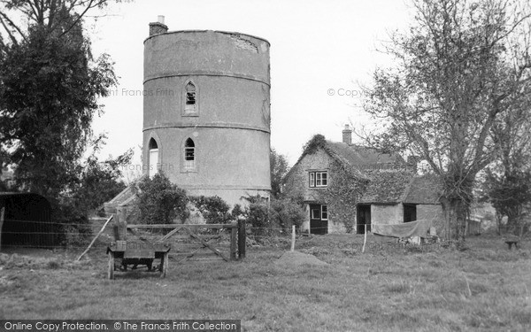 Photo of Lechlade, The Round House c.1960