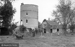Lechlade, The Round House c.1960, Lechlade On Thames