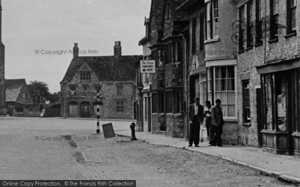Photo of Lechlade, The Swan, Burford Street c.1955
