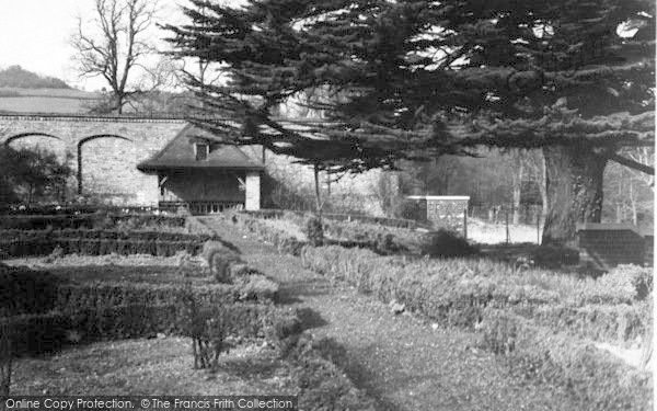 Photo of Ledbury, Gardens c.1938