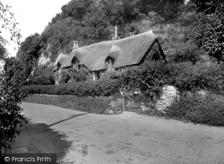 Old Maid's Cottage 1937, Lee