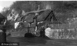 Old Maid's Cottage Ad1653 1935, Lee