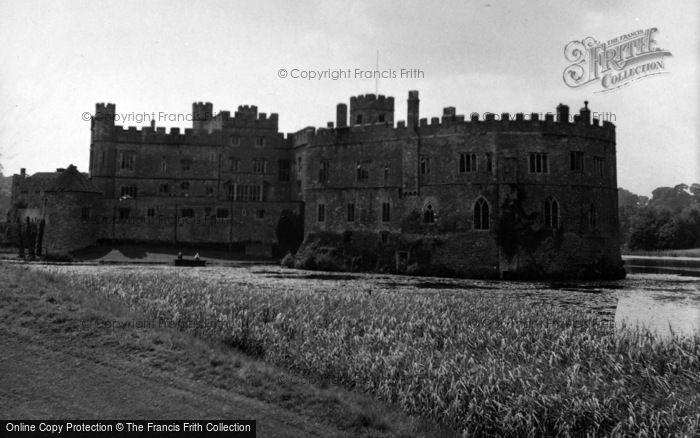 Photo of Leeds, Castle 1954