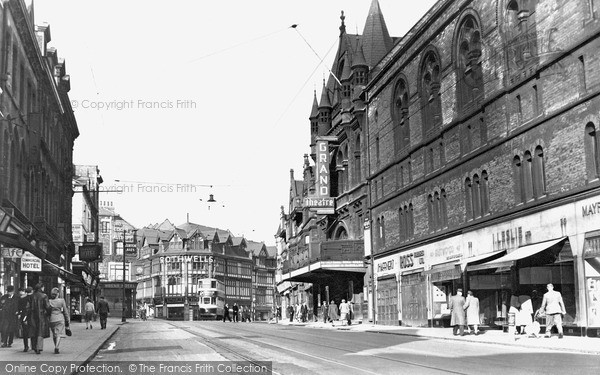 Photo of Leeds, New Briggate c.1955