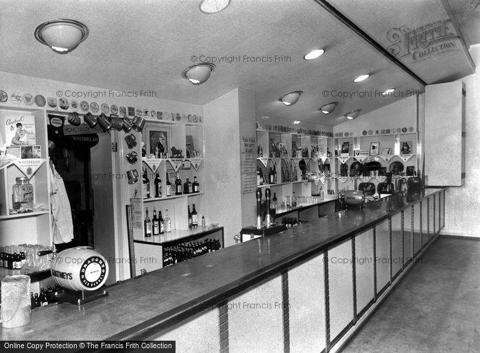 Photo of Leeds, The Bar, Union Buildings c.1965