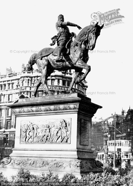 Photo of Leeds, The Black Prince Statue c.1955