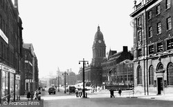 Leeds, The Headrow And Town Hall c.1955