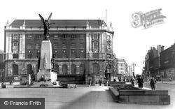 Leeds, The War Memorial And The Headrow c.1955