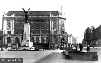 Leeds, the War Memorial and the Headrow c1955