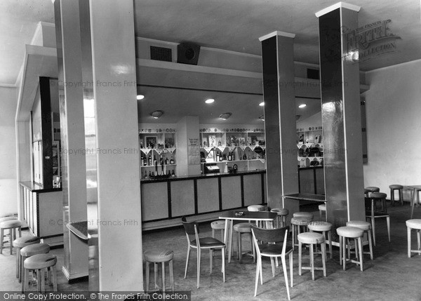 Photo of Leeds, University, The Bar c.1960
