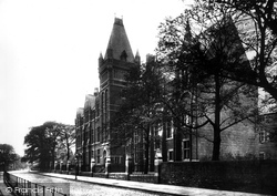 Leeds, Yorkshire College 1888