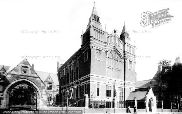 Photo of Leeds, Yorkshire College, Entrance To Clothworkers Court And Great Hall 1894