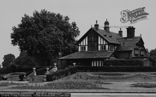Photo of Leicester, Abbey Park, The Pavilion c.1955