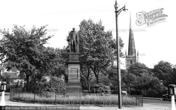 Photo of Leicester, Duke Of Rutland's Statue c.1955