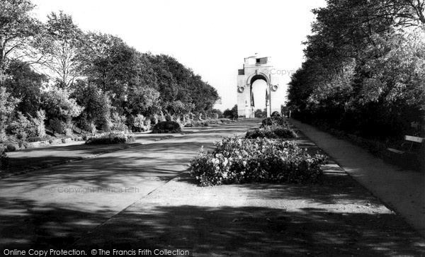 Photo of Leicester, Memorial Arch c.1965
