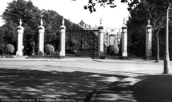 Photo of Leicester, Memorial Gates c.1965