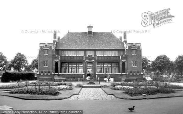 Photo of Leicester, the Pavilion, Abbey Park c1965