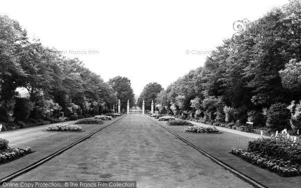 Photo of Leicester, Victoria Park c.1965