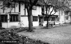 Priest's House 1951, Leigh
