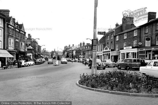 Photo of Leighton Buzzard, High Street c.1960